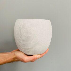 Ceramiczna, fakturowana osłonka w kolorze szarnym