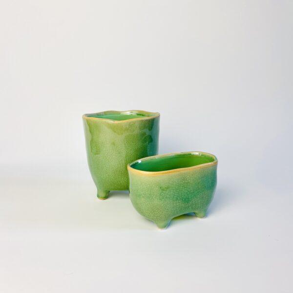 Zielona osłonka na nóżkach i zielona osłonka wanienka