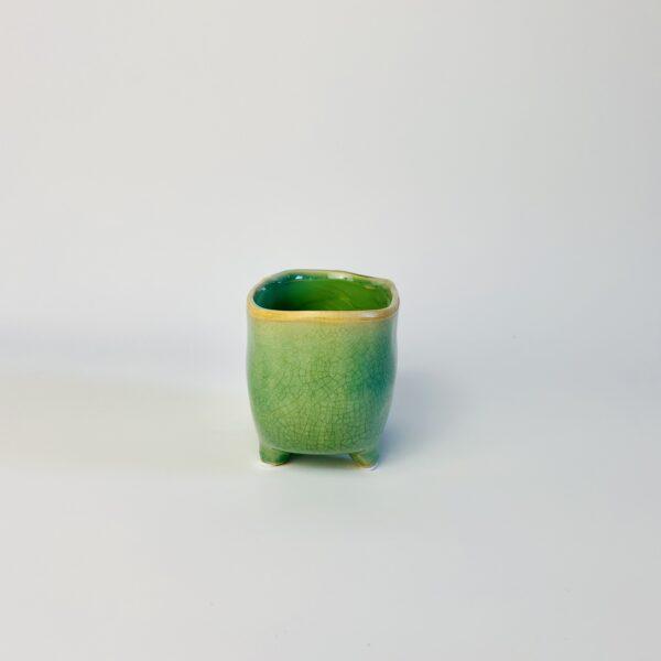 Zielona osłonka na nóżkach wanienka
