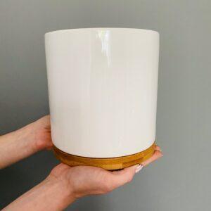 Ceramiczna, szkliwiona osłonka na doniczkę, z bambusowa podkładką