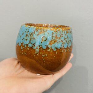 Brązowo-niebieska, ceramiczna, szkliwiona osłonka w stylu retro