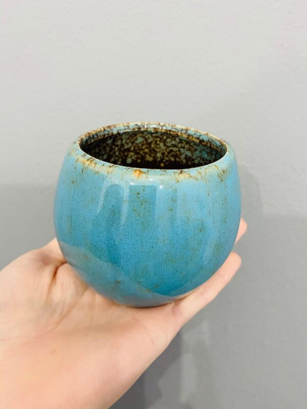 Niebieska, ceramiczna, szkliwiona osłonka